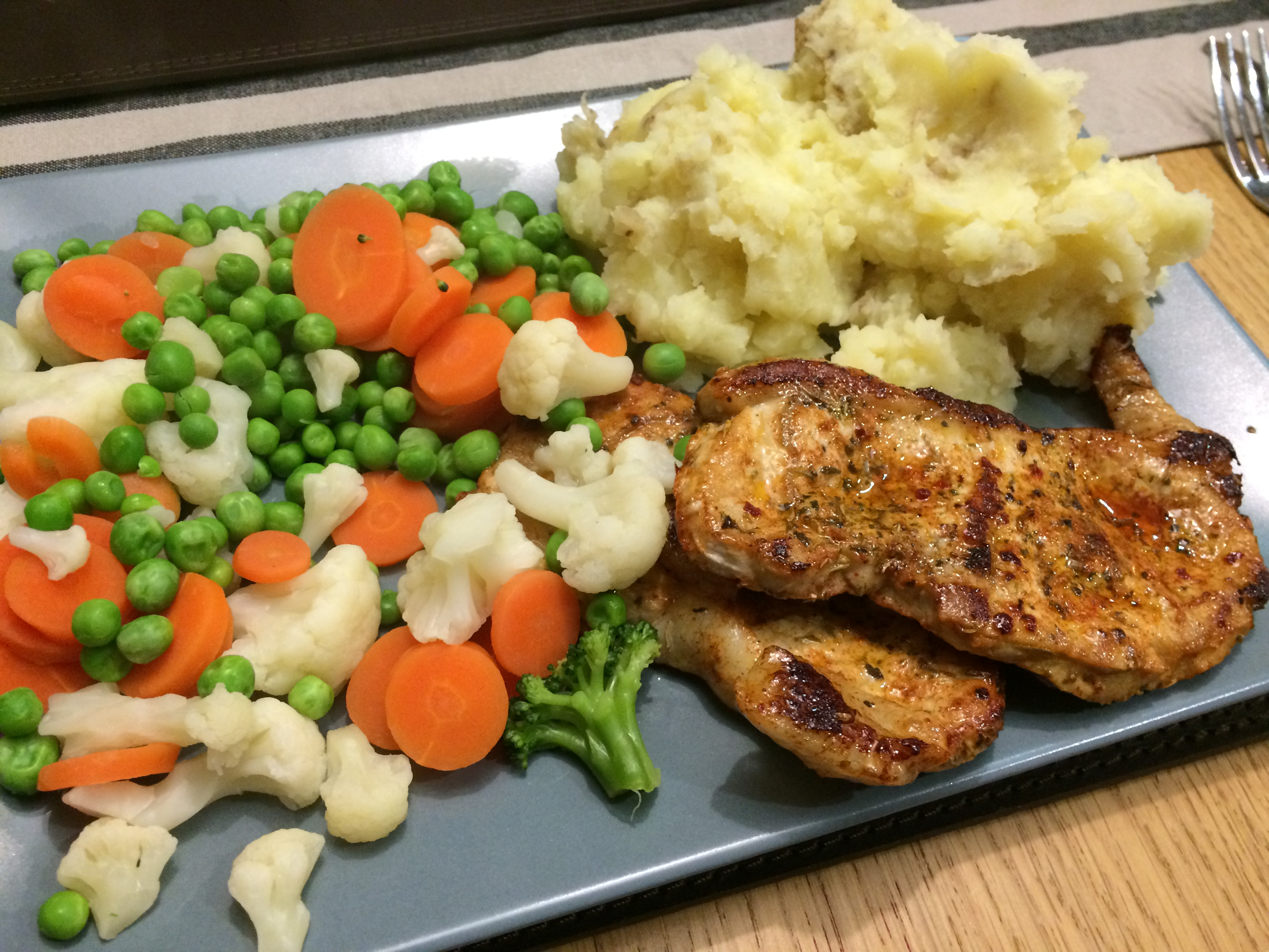 Simple Pork Chops Mashed Potato And Vegetables Swstretford